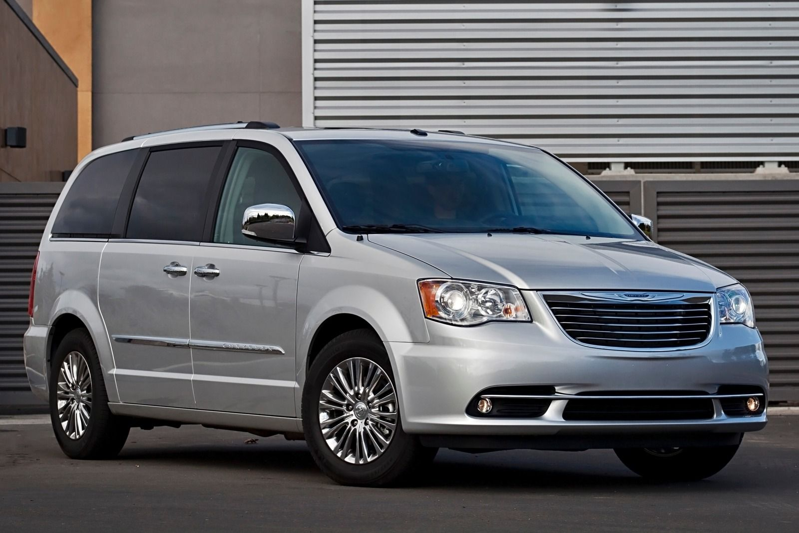 in used country moncton img chrysler en town touring vehicle inventory
